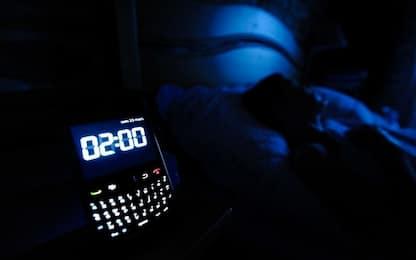 Un giovane su cinque 'spezza' il sonno per chat e social