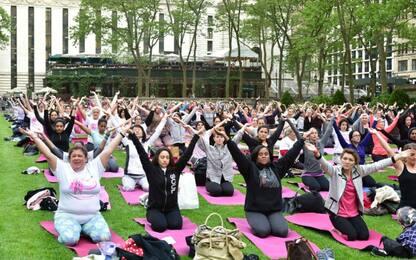 Pivot Yoga, la nuova linea di abbigliamento 'smart' per fare yoga