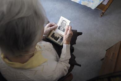 """Alzheimer, una nuova """"terapia nasale"""" potrebbe proteggere i neuroni"""