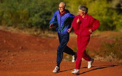 Possibile legame tra l'entrata tardiva in menopausa e la longevità