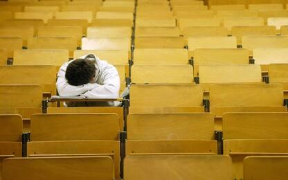 Dalla sonnolenza all'obesità, i sintomi per riconoscere la narcolessia