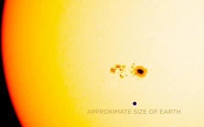 """Nasa: """"Macchia gigante sul Sole, rischio tempeste magnetiche"""""""