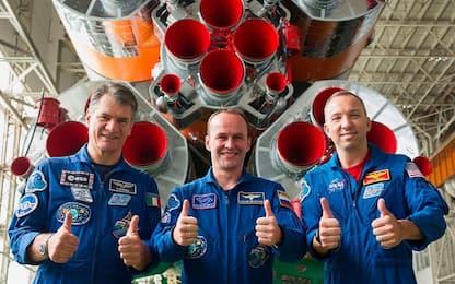 Nespoli accoglie i tre nuovi membri dell'equipaggio dell'Iss