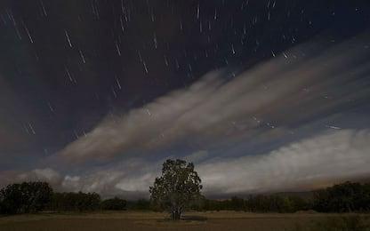 Una staffetta di asteroidi sta passando vicino alla Terra in sicurezza