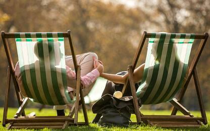 Studio svizzero: le donne sono più generose degli uomini, ecco perché