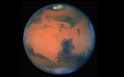 Marte, le affascinanti immagini in volo sul cratere Korolev. VIDEO