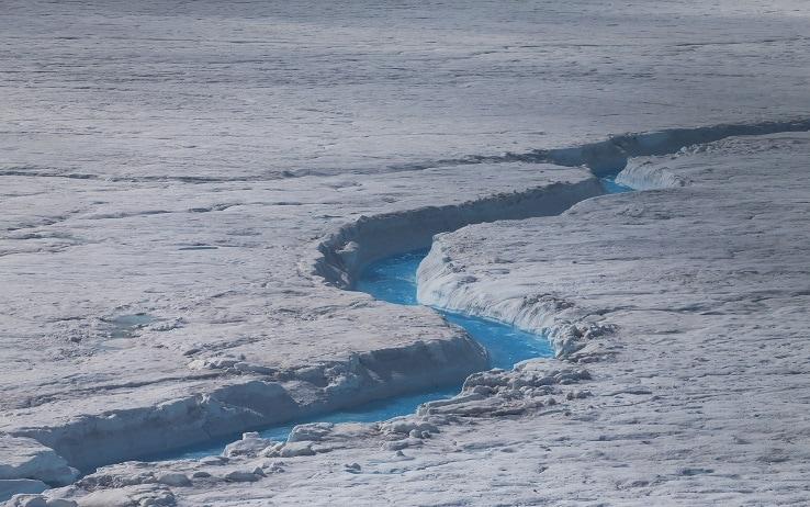 Un piccolo fiume della Groenlandia