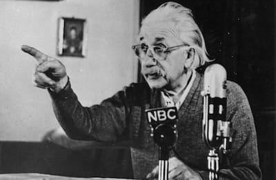 La Teoria di Einstein che ci ha fatto immaginare i buchi neri