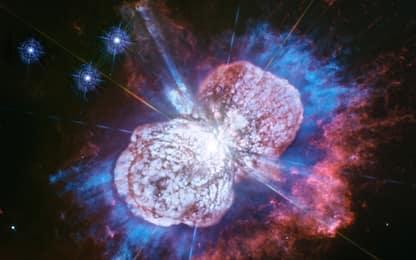 Fuochi d'artificio nello spazio: lo spettacolo ripreso da Hubble