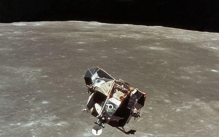 Il modulo lunare 'Eagle' mentre torna verso il CM 'Columbia' (Getty Images)