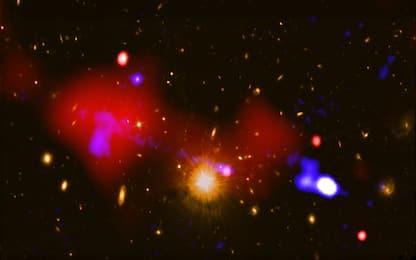 Osservato un buco nero che accende nuove stelle. FOTO