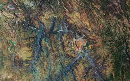 Bolivia, dallo spazio un curioso paesaggio a forma di cuore. FOTO