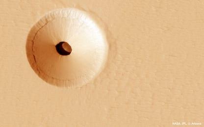Marte, il misterioso buco che incuriosisce gli scienziati. FOTO