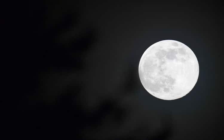 Ecco La Superluna Di Aprile E La Piu Grande E Brillante Del 2020 Foto Sky Tg24