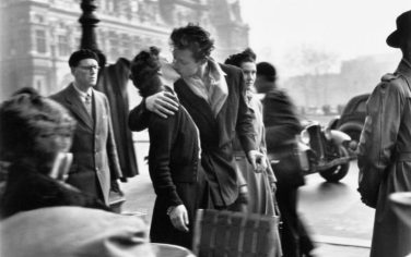 __Atelier_Robert_Doisneau_Le_baiser_de_l_hotel_de_ville_Paris_1950_Photographies