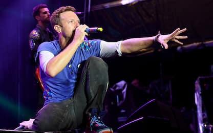 """Coldplay, una nuova versione di """"Don't panic"""" per sostenere i migranti"""