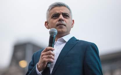 """Furgone su musulmani a Londra. Sindaco Khan: """"Attacco a nostri valori"""""""