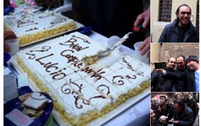 Lucio Dalla, a Trastevere l'omaggio di Venditti con torta e spumante