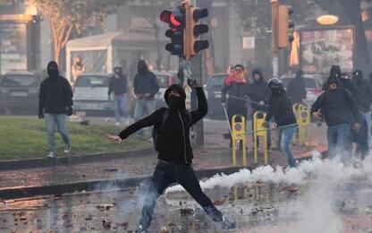 """Salvini, guerriglia a Napoli. Minniti: """"Violenza confine invalicabile"""""""