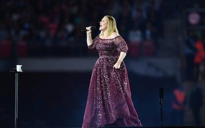 Adele annulla gli ultimi due concerti di Londra, problemi alla voce