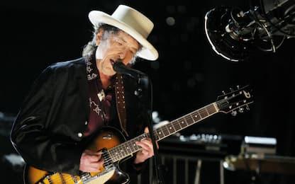 Bob Dylan canta l'amore gay trasformando una hit del passato
