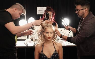 1-getty-backstage-modelle-fashion-week
