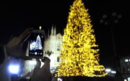 Acceso albero di Natale a Milano