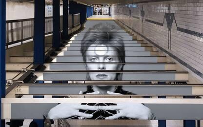 Omaggio a David Bowie, la metropolitana di New York come opera d'arte