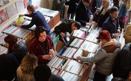 Record Store Day, gli appassionati di musica celebrano il vinile