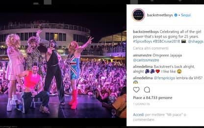 Il ritorno dei Backstreet Boys, per l'occasione vestiti da Spice Girls