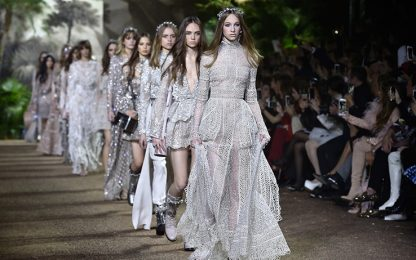 Parigi Fashion Week, al via le sfilate della Haute Couture