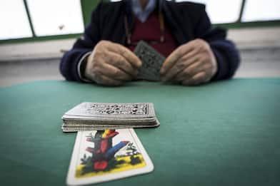 Fase 3, torna il gioco delle carte in bar e circoli. FOTO