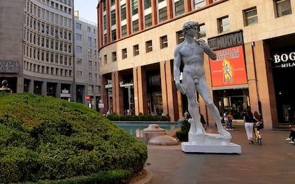 Milano, la riproduzione del David