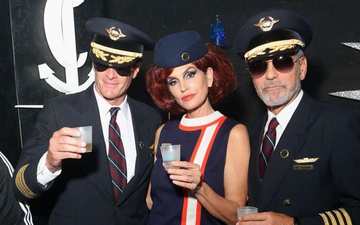 George Clooney vestito da pilota - Getty Images