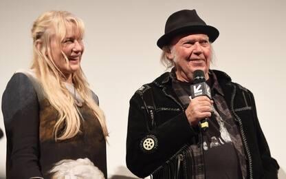 Neil Young e Daryl Hannah si sono sposati (di nascosto)