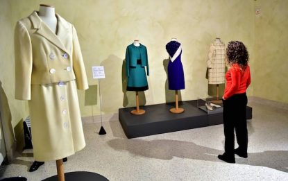 Milano, la mostra di abiti di Rosanna Schiaffino