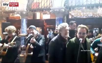 Dublino, Bono e The Edge al concerto di Natale per i senzatetto
