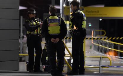 Manchester, accoltella 3 persone in stazione: indaga l'antiterrorismo
