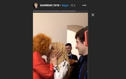 Sanremo 2019, bacio tra Patty Pravo e Ornella Vanoni nel backstage