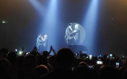 Negramaro, Lele Spedicato sul palco per il via alla tournée. VIDEO