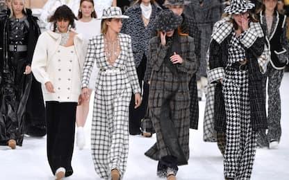 Lacrime alla prima sfilata senza Lagerfeld. FOTO