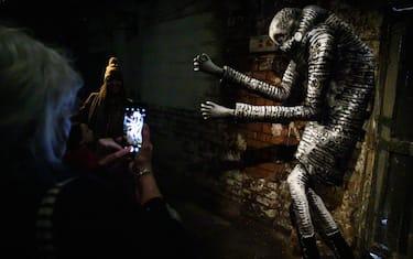 GettyImages-street-art-mostra-sculture-phlegm-sheffield__9_