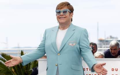 """Elton John festeggia 29 anni di sobrietà: """"Eternamente grato"""""""