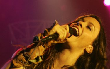 GettyImages-Alanis_Morissette_mobile