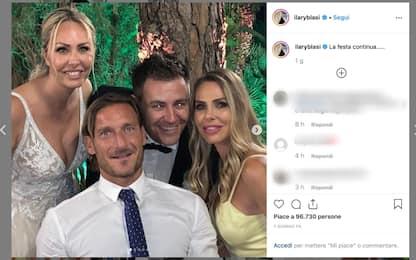 """Totti, siparietto al matrimonio della cognata: """"È uno scherzo?"""". VIDEO"""