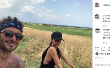 David e Victoria Beckham in vacanza in Puglia, selfie in bici. FOTO