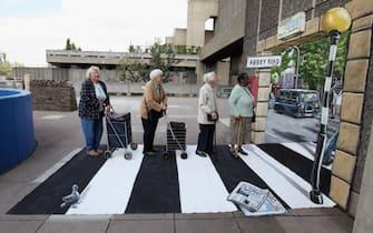 The Beatles, la foto leggendaria sulle strisce pedonali di Abbey Road  compie 50 anni. FOTO | Sky Tg24