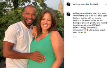 foto-hero-ashley-graham-incinta