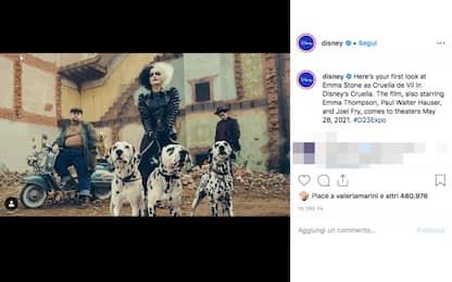 """Emma Stone è Crudelia De Mon nella prima foto ufficiale di """"Cruella"""""""