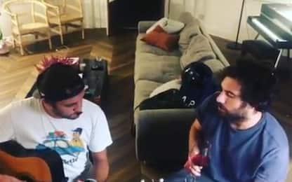 Tommaso Paradiso su Instagram con il suo nuovo singolo. VIDEO